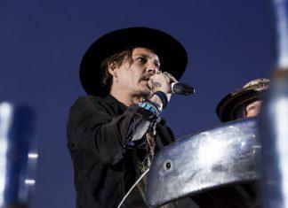 Depp en el festival de Glastonbury