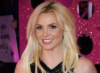 El pasado Miércoles, la cantante estadounidense Britney Spears envío un mensaje a modo de homenaje, a través de la red social Twitter; en la que expresaba sus más sentidas condolencias por el fallecimiento repentino de un fan, su nombre, Joseph Hernández.