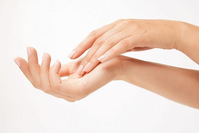 Cuidado de las uñas, la esencia femenina. toma nota