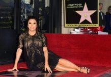 Eva Longoria junto a su estrella en Hollywood