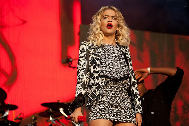 La cantante Rita Ora confiesa