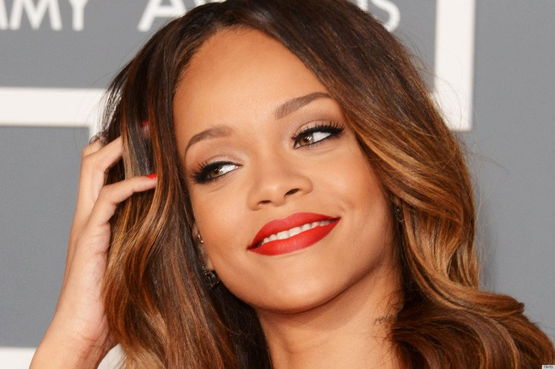 Rihanna - fotos de famosas desnudas